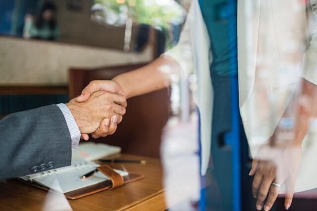 Czym jest pożyczka online na oświadczenie? Czy chwilówka wymaga zaświadczenia o dochodach?