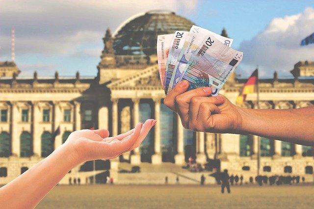 W jaki sposób osobom, którym należy się zwrot podatku z zagranicy, może pomóc biuro rozliczeń?